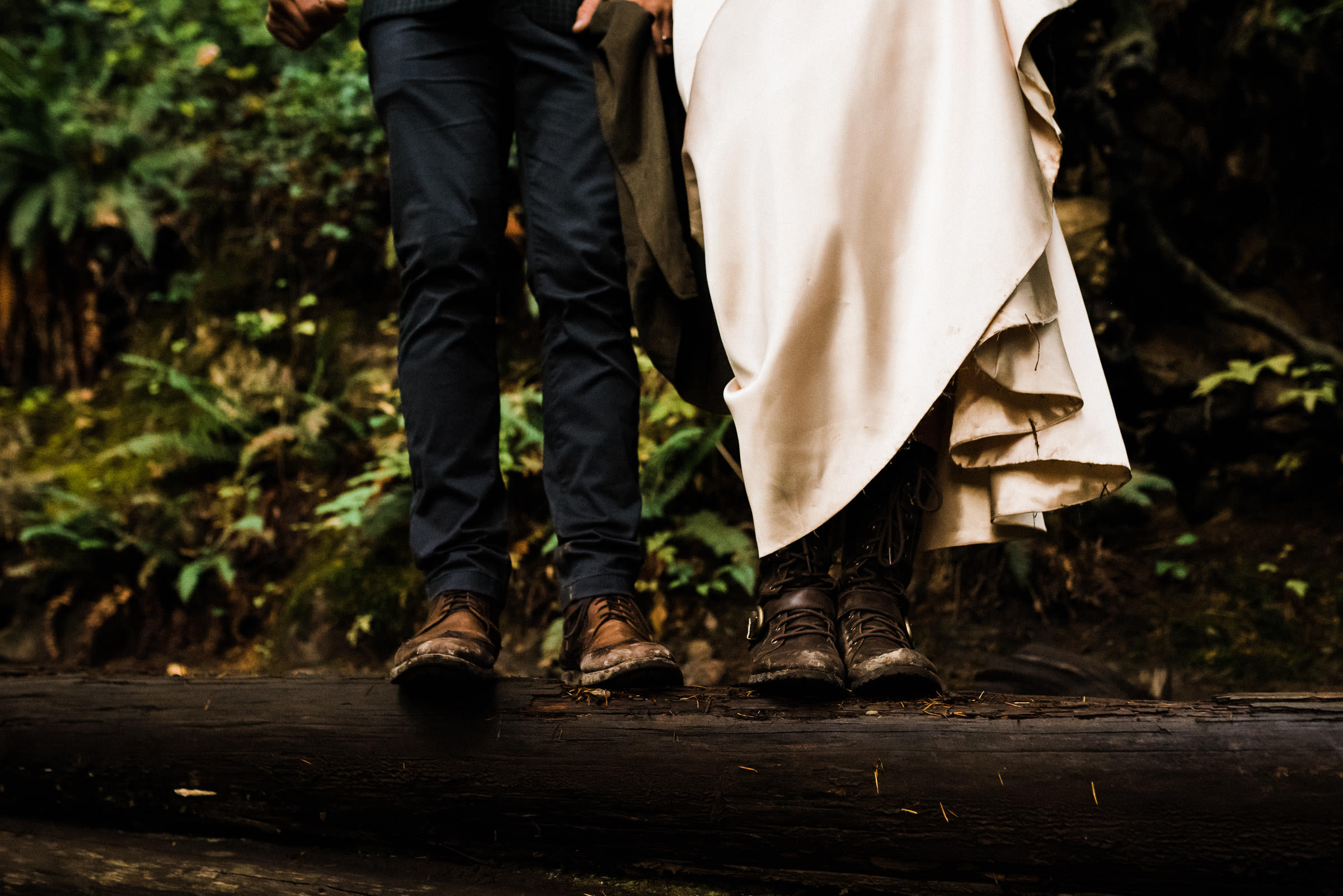 Washington State elopement packages for couples who want to get married in hiking boots.